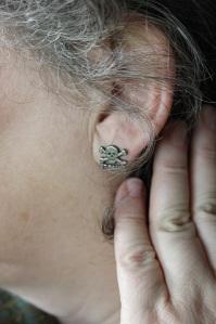 von Kopf bis Fuß auf St. Pauli eingestellt: Evas Ohrring