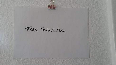 Als Vertretungslehrerin schreibt man seinen Namen an!